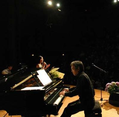 Hồng Nhung, Xuân Thịnh (piano) & Huy Thiện (Ghita)