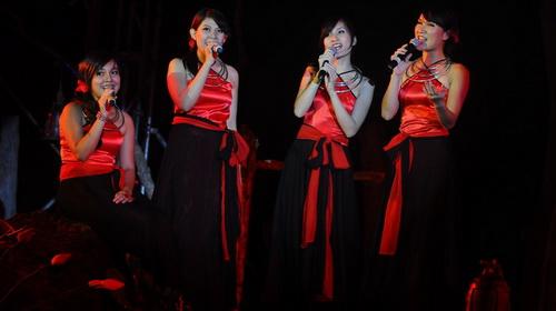 Nhóm Nguyệt ca với ca khúc Biết đâu nguồn cội của Trịnh Công Sơn - Ảnh: T.T.D.