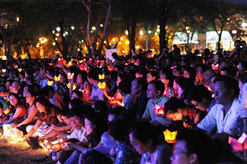 lung linh trong đêm tưởng niệm nhạc sĩ Trịnh Công Sơn. Ảnh: Lý Võ Phú Hưng.