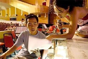 Trần Thu Hà trong buổi tập tại Nhà hát Hòa Bình.