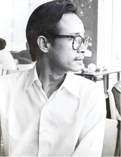 Trịnh Công Sơn trong một quán cà phê sinh viên - Ảnh do gia đình TCS cung cấp